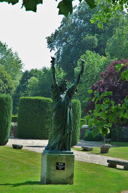 Photos Statue%2Blibert%25C3%25A9%2Bdali%252Cchateau%2Bvascoeuil%252C%2Bnormandie