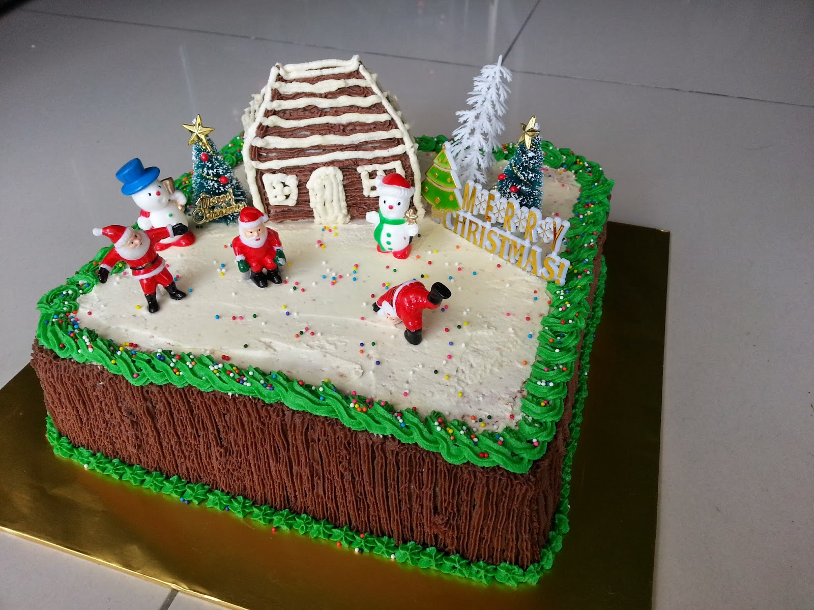 House design cake - Showstopper Of The Day Christmas House Cake