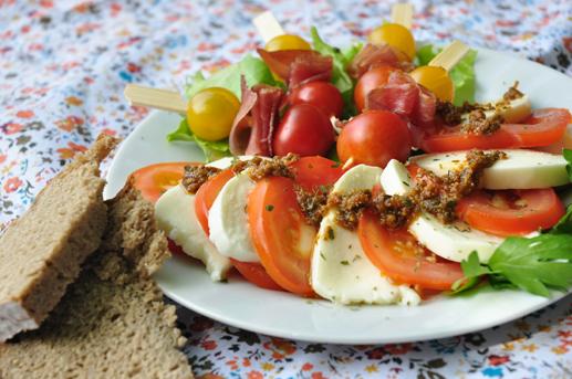 netzchen in the kitchen 2 0 gem tlicher snack am wilden fluss insalata caprese mit tomaten. Black Bedroom Furniture Sets. Home Design Ideas