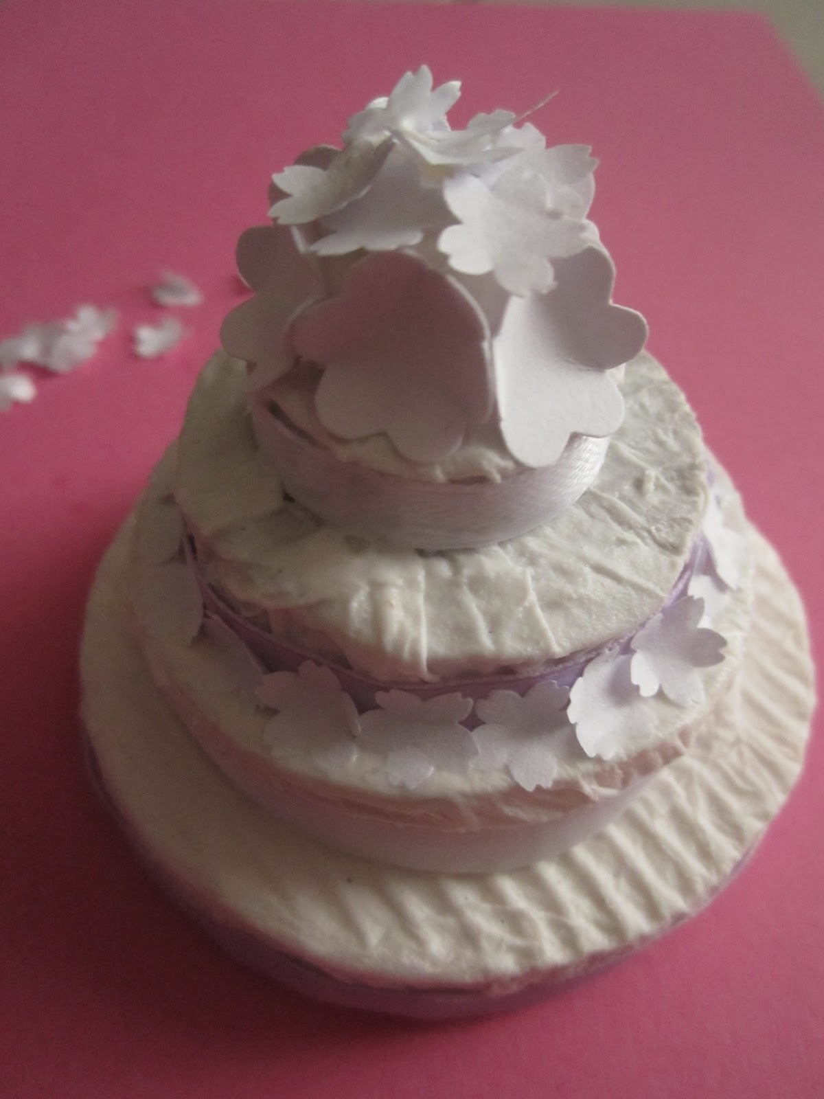 decorandaeisuoilabirinti: Torta nuziale di cartoncino