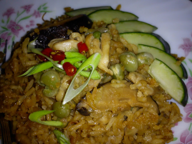 Cooking Pleasure: STEAMED CHICKEN RICE WITH GREEN PEAS