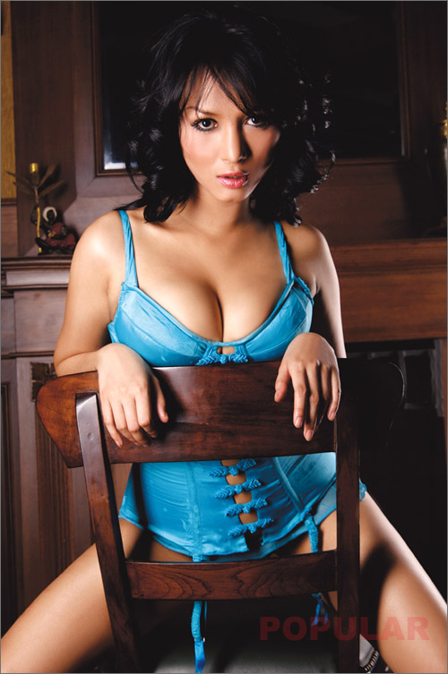 Foto Model Indonesia Bella Na Veisha Majalah Popular Terbaru 2013