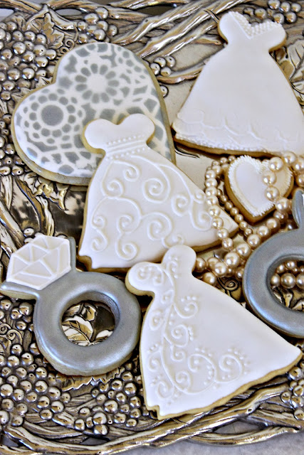 stenciled heart cookies