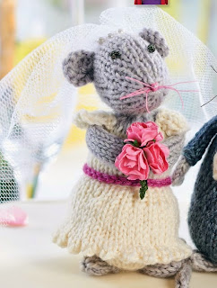 http://www.letsknit.co.uk/free-knitting-patterns/wedding-mice-toys