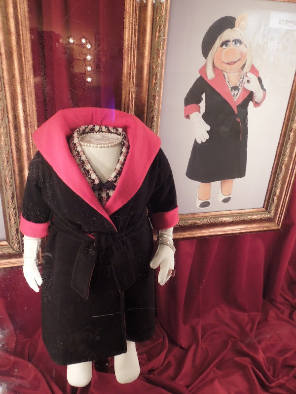 Miss Piggy Paris evening outfit The Muppets
