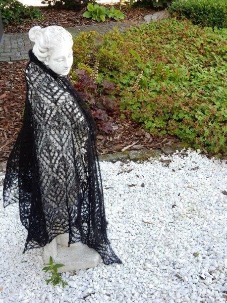TE KOOP: grote zwarte driehoek sjaal