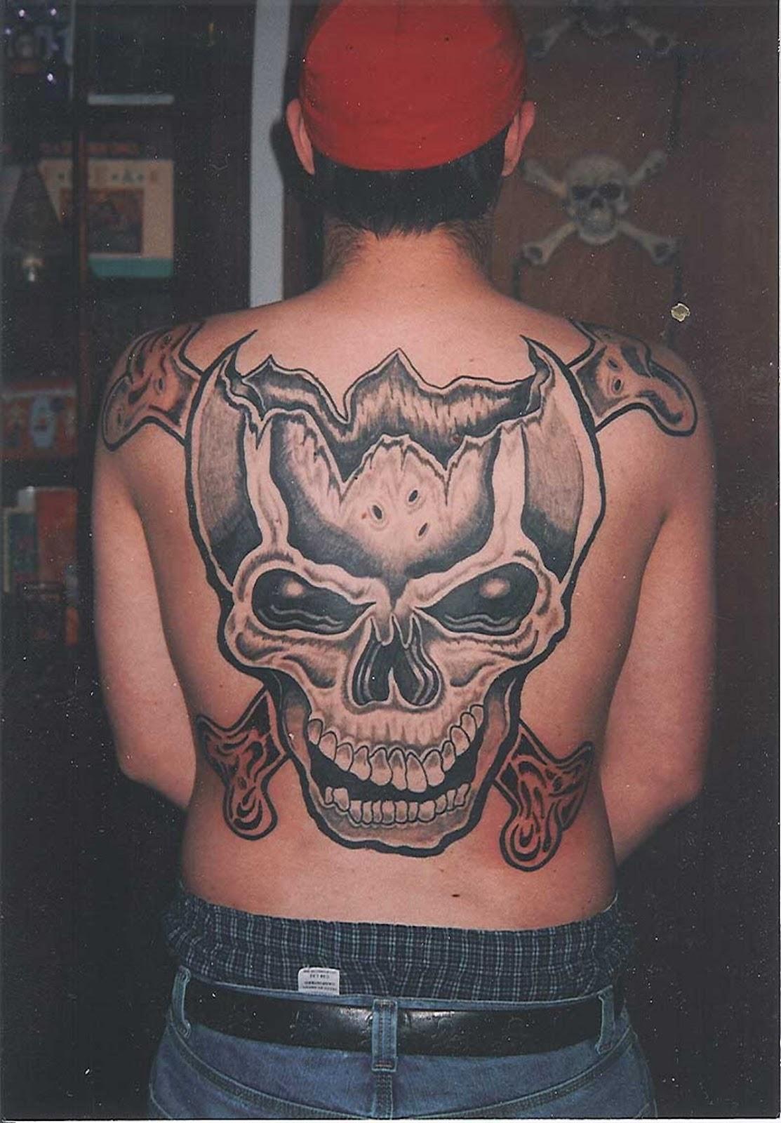 http://4.bp.blogspot.com/-yvh6aRQXMTE/TzvdngdNaRI/AAAAAAAABRE/p_0QRBGC_fY/s1600/skull-tattoos-on-back-1530.jpg