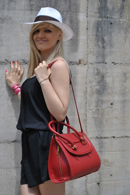 mariafelicia magno fashion blogger fashion blogger italiane blog di moda blogger italiane di moda cappello panama come abbinare il cappello panama abbinamenti cappello panama outfit borsa rossa come abbinare la borsa rossa abbinamenti borsa rossa borsa bauletto rossa outfit nero e rosso outfit rosso e nero red bag how to wear red bag red bag outfit red bag outfit giugno 2015 outfit estivi estate 2015 outfit 22 giugno 2015 summer outfit streetstyle