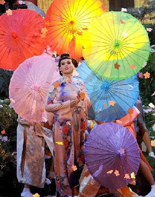 katy perry vestida como geisha japonesa