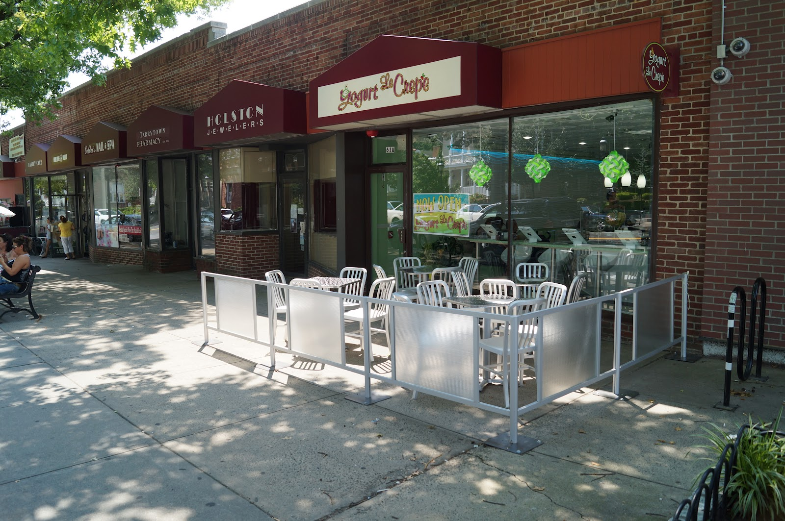 Cafe Barriers, Sidewalk Cafe Barriers, Restaurant Barriers, Cafe Fencing,  Sidewalk Fencing,