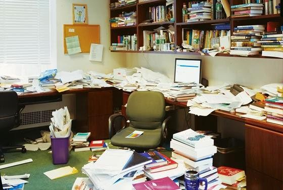 беспорядок в офисе