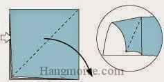 Bước 3: Từ vị trí mũi tên trắng ta mở tờ giấy ra và kéo, gấp về phía bên phải.