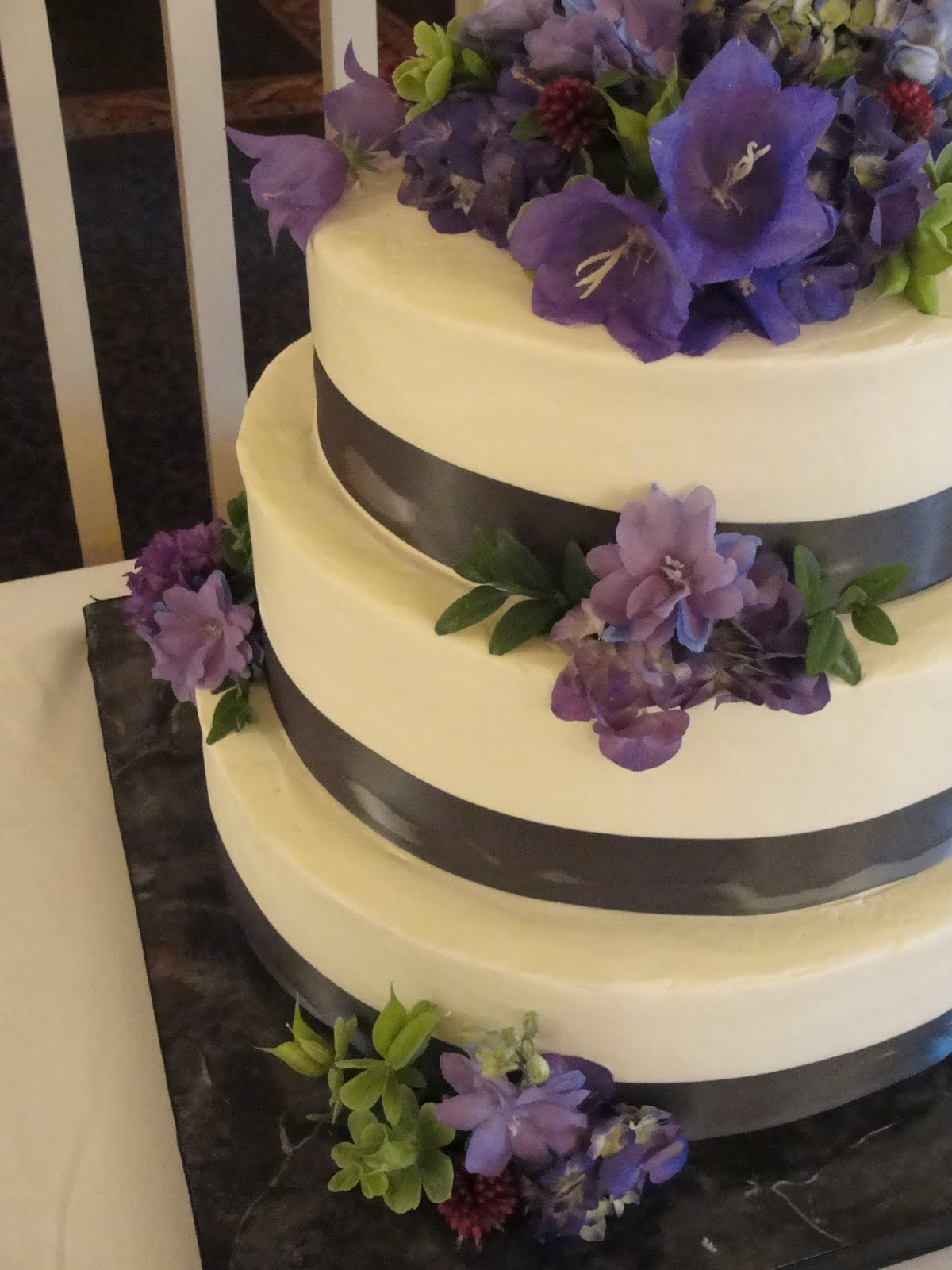 Pie in the Sky: Monday Wedding Cake Round Up