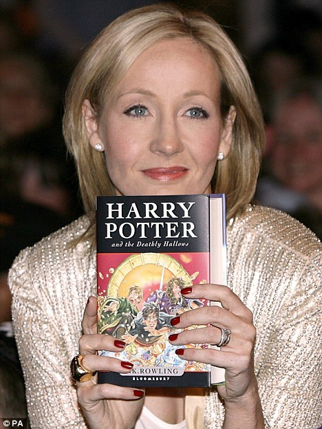 jk rowling writing Joanne jo rowling, obe frsl (born 31 july, 1965 in yate), commonly known as jk rowling (pronunciation: rolling) is an english fiction writer and film producer.