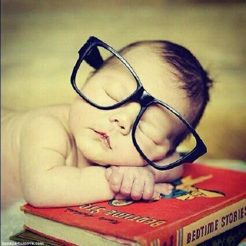 Magnifique Bébé avec lunettes