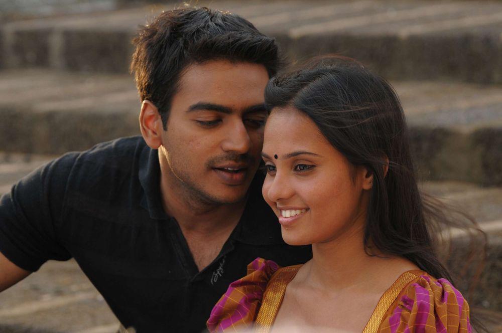 Azhagan Azhagi Latest Tamil Movie Stills Gallery