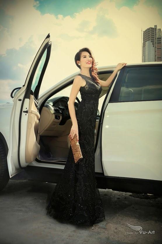 Người đẹp với trang phục dạ hội