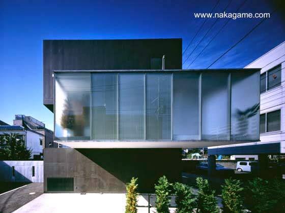 Fachada lateral de la residencia contemporánea de Yokohama