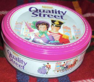 scatola di latta quality street cioccolatini nestlè