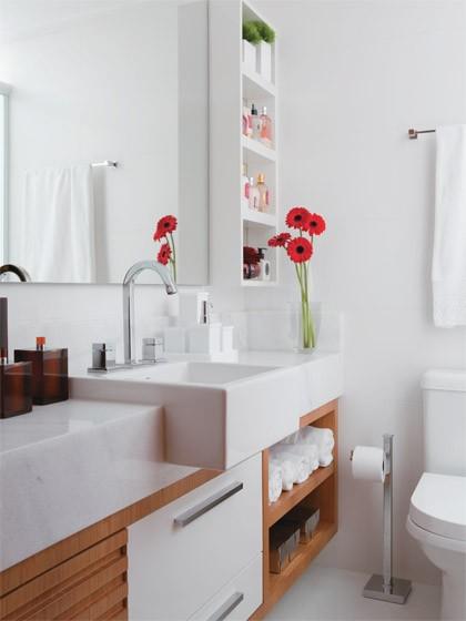 decoracao armario banheiro:Ambientes pequenos: Banheiro social: Simples e elegante
