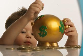 mengajarkan anak hemat dengan menabung