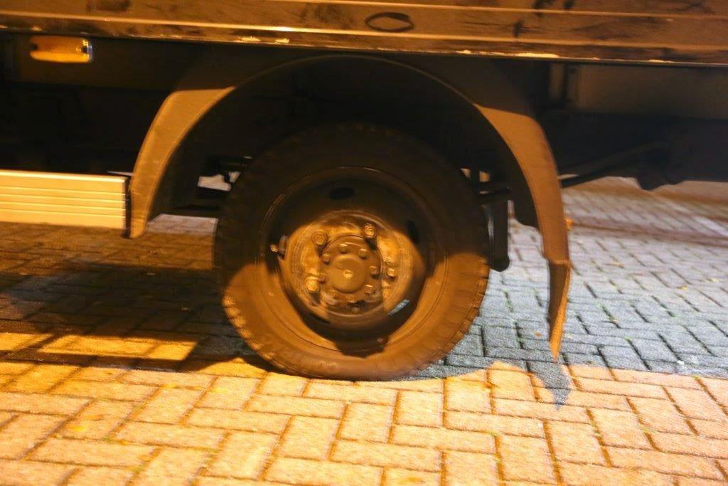 Vrachtwagen verliest wielen op snelweg A59 bij Nuland ...   1024 x 683 jpeg 108kB