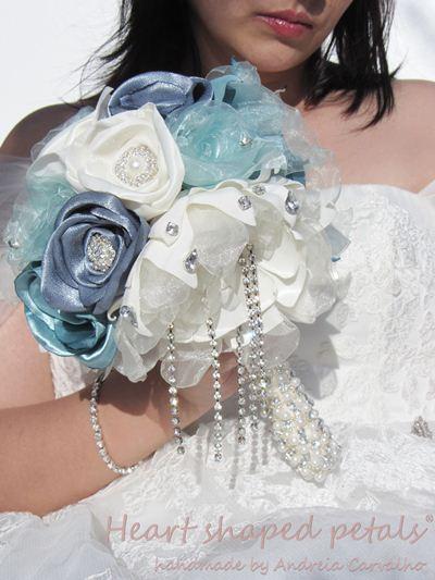 Bridal brooch bouquet blue