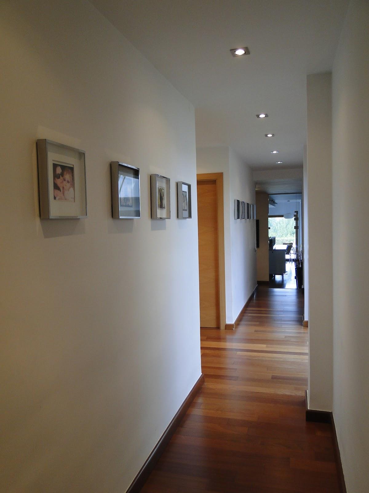 Planos low cost pasillo con luz natural - Como decorar un pasillo estrecho y oscuro ...