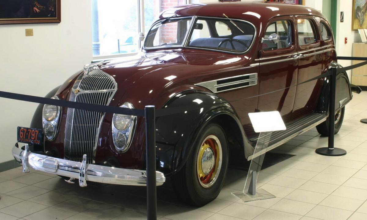 Automotive database history of chrysler 1936 chrysler airflow series c 9 fandeluxe Image collections