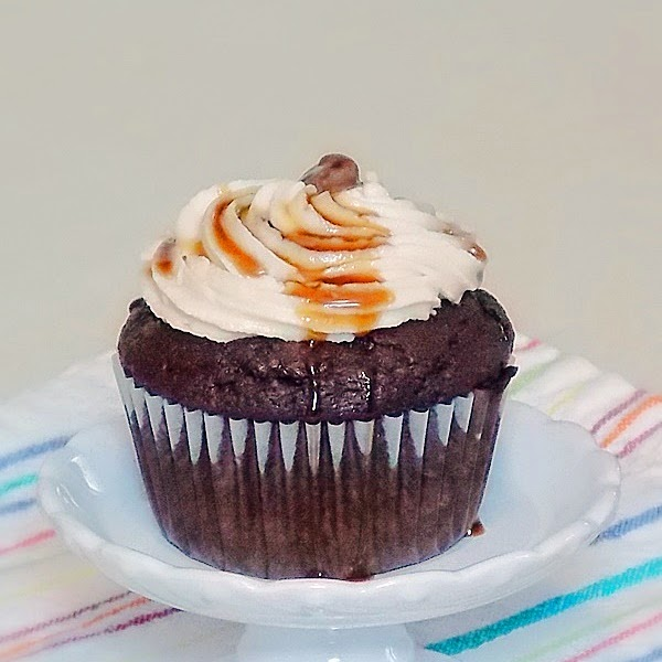 Chocolate Kahlua Cupcakes with Kahlua Creme Filling #chocolate #cupcakes #Kahlua