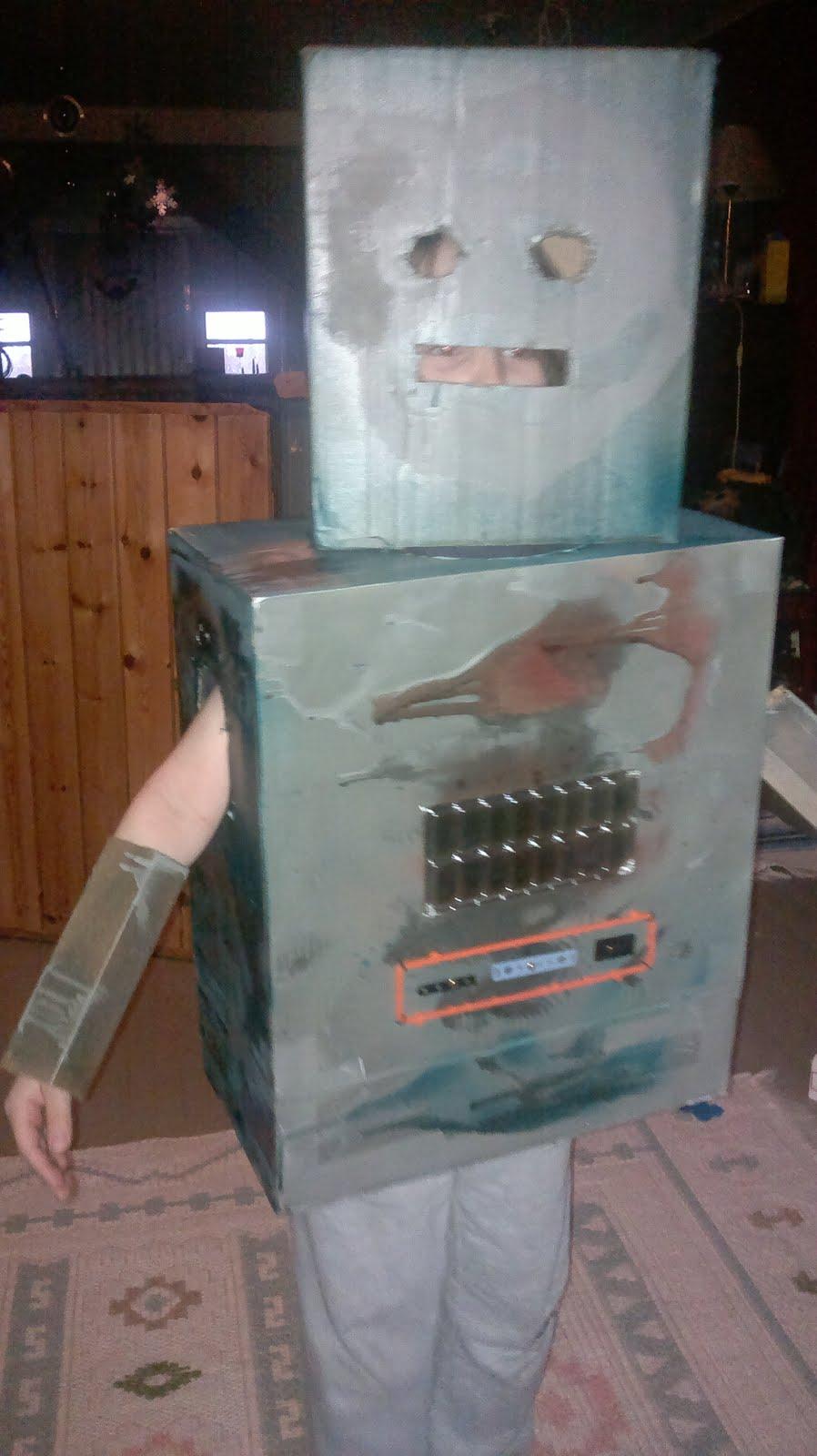 Robotti HopeeNopee, pahvilaatikoista loihdittu
