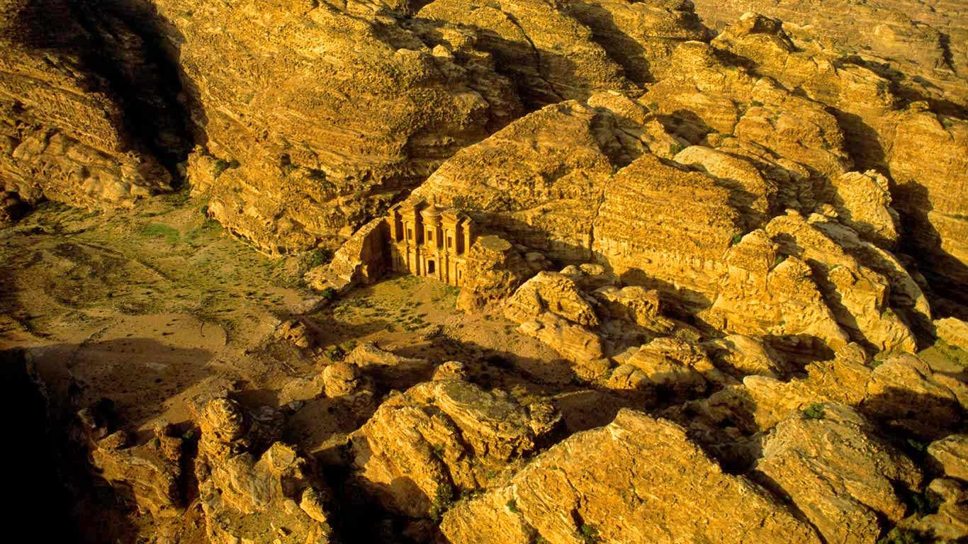 Aerial view of Petra, Jordan (© Annie Griffiths Belt/Getty Images) 215