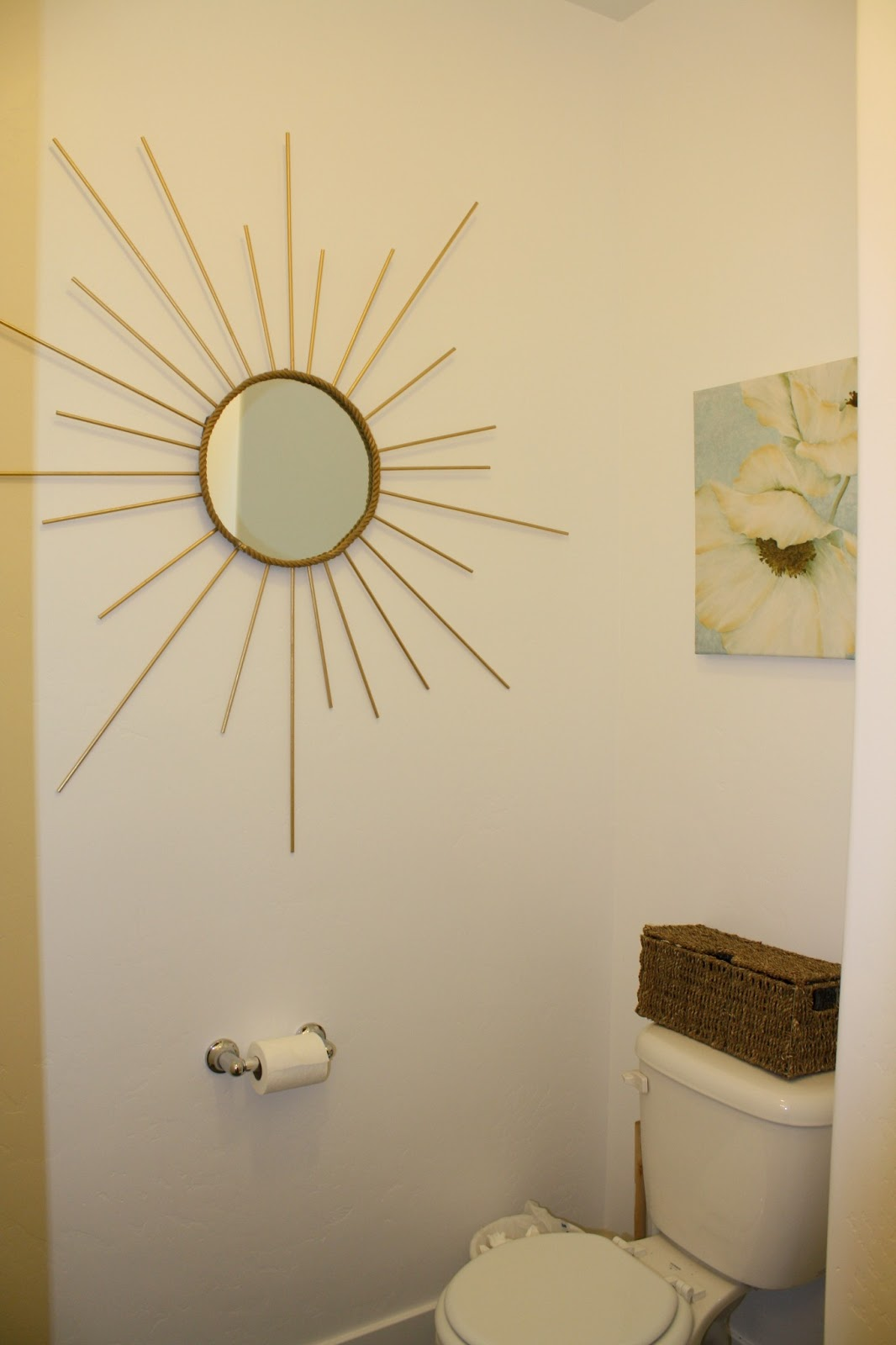 Nifty Thrifty Momma: DIY Sunburst Mirror
