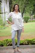 Lakshmi Manchu latest photo shoot gallery-thumbnail-6