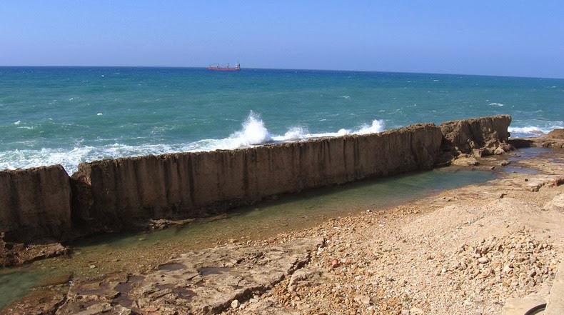 muralla marina en Batroun, Líbano