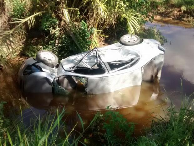 Motorista foi levada inconsciente para hospiral de Santo Antônio de Jesus (Foto: Marcus Augusto/Site Voz da Bahia)