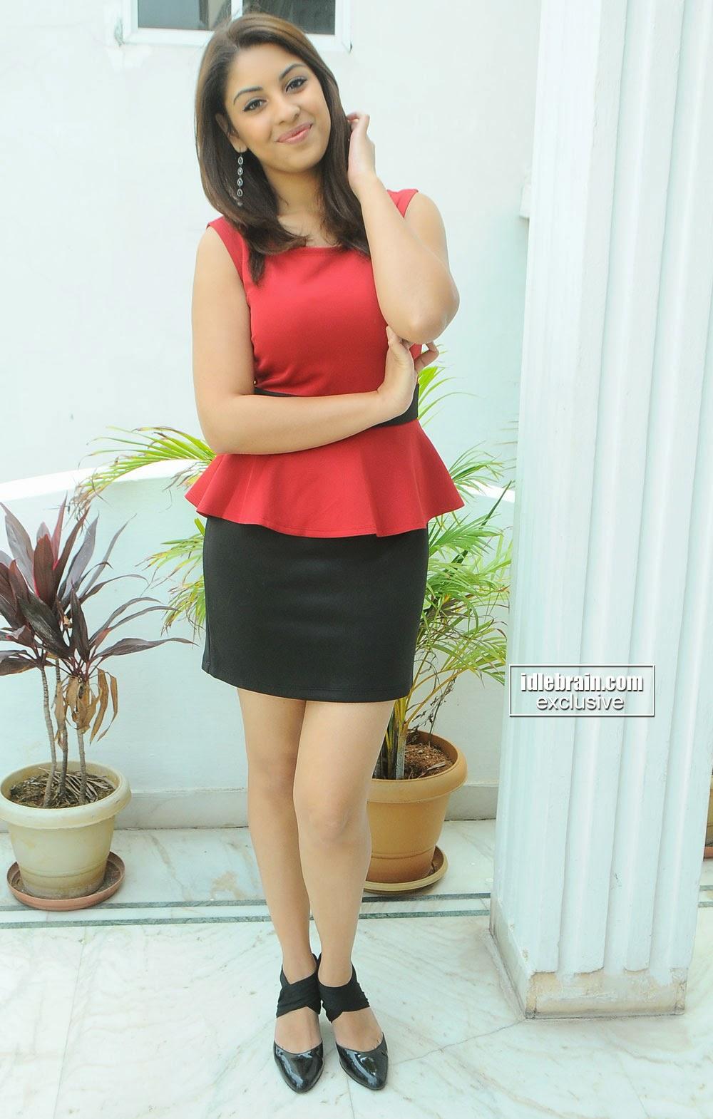 Richa Gangopadhyay mini skirt