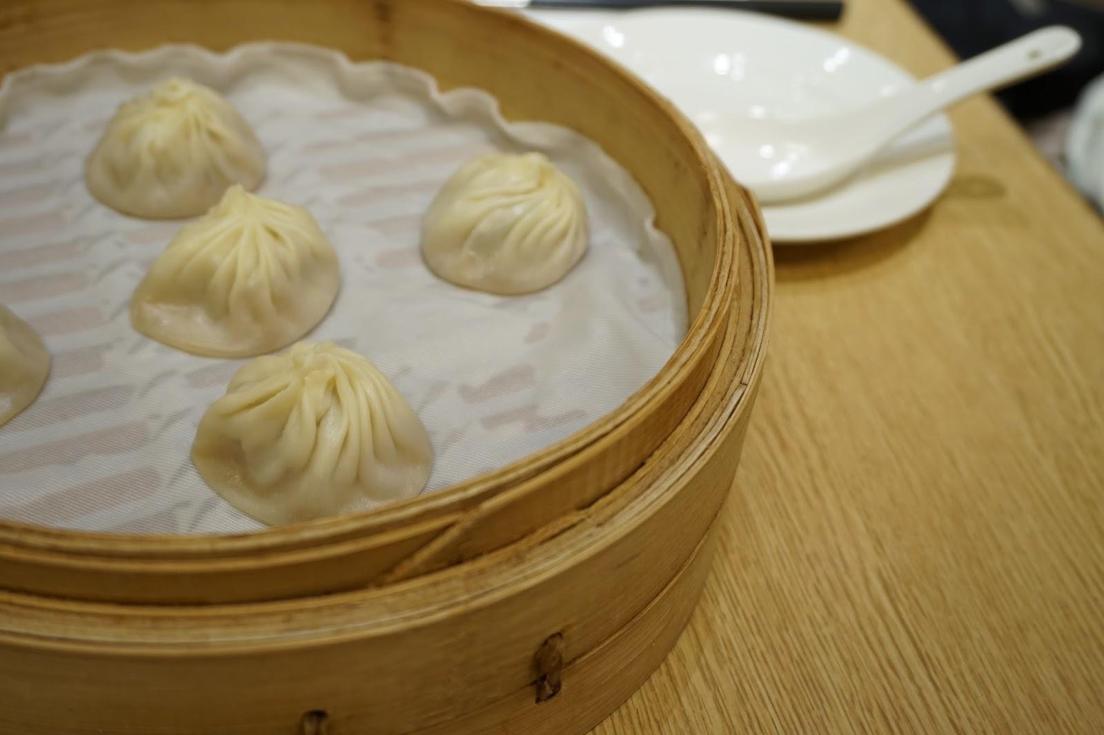 Din Tai Fung restaurant Xinyi Road Taipei Taiwan dumplings xiao long bao pork soup