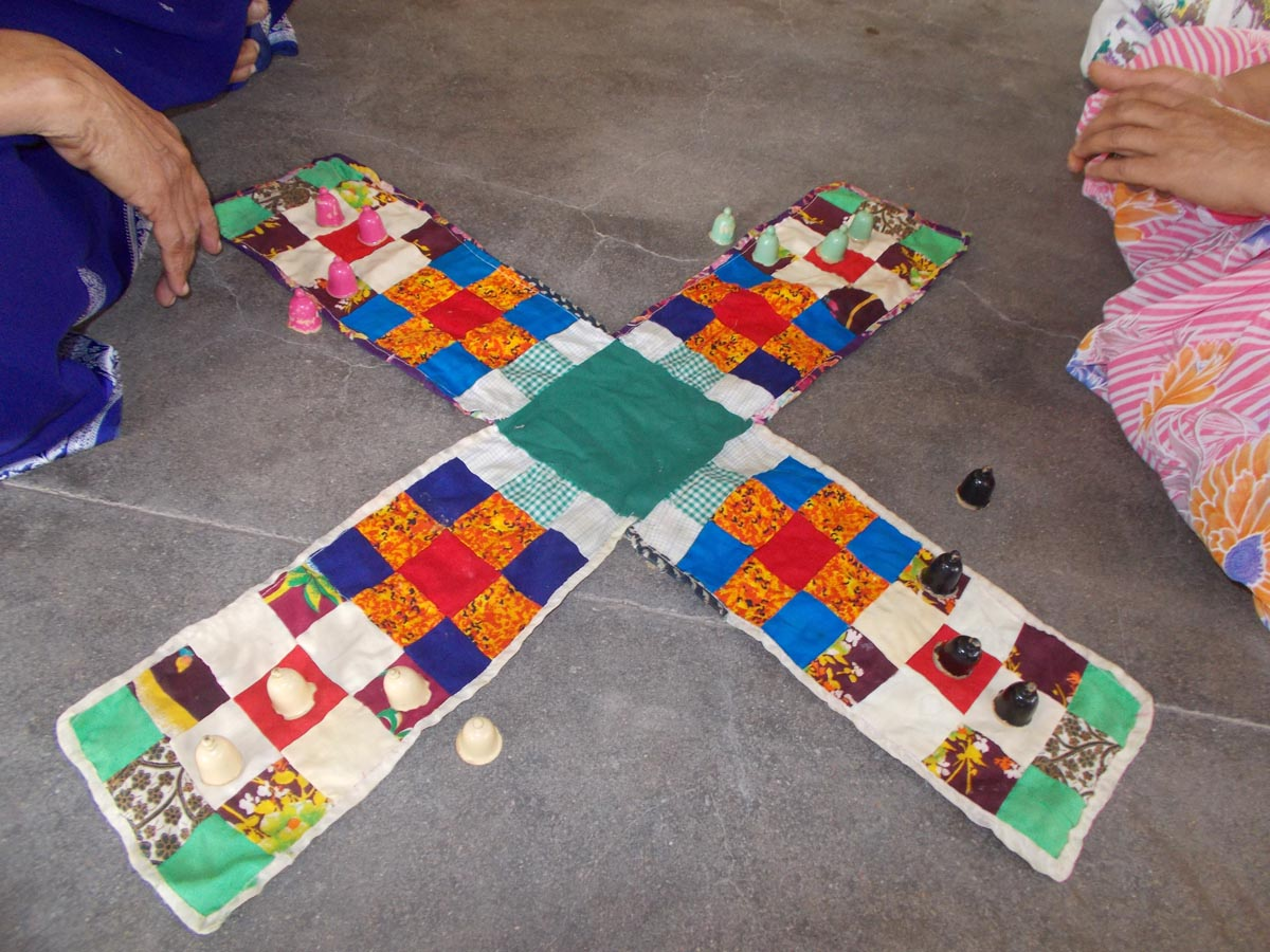 traditional games Traditional games 1 pe 208: module 2 tradtional game traditional games are those games within a society that people have played for many years, because participation gives them a chance to practice something that has meaning within their society (bressan, & van der merwe, 1992.