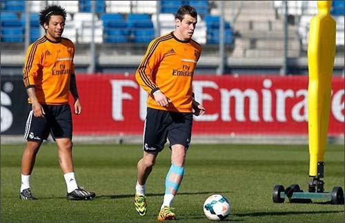 Photo-galery-Gareth-Bale-tries-adidas-F50-football-boots