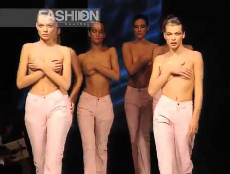 fashion model oops nude catwalk video
