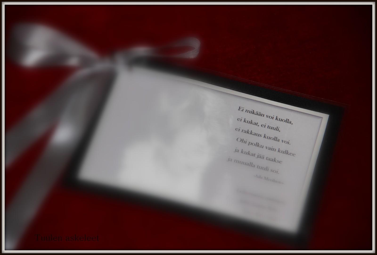 Kukkalaitteen kortin teksti