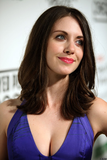 alison brie twitter pics. alison brie twitter.