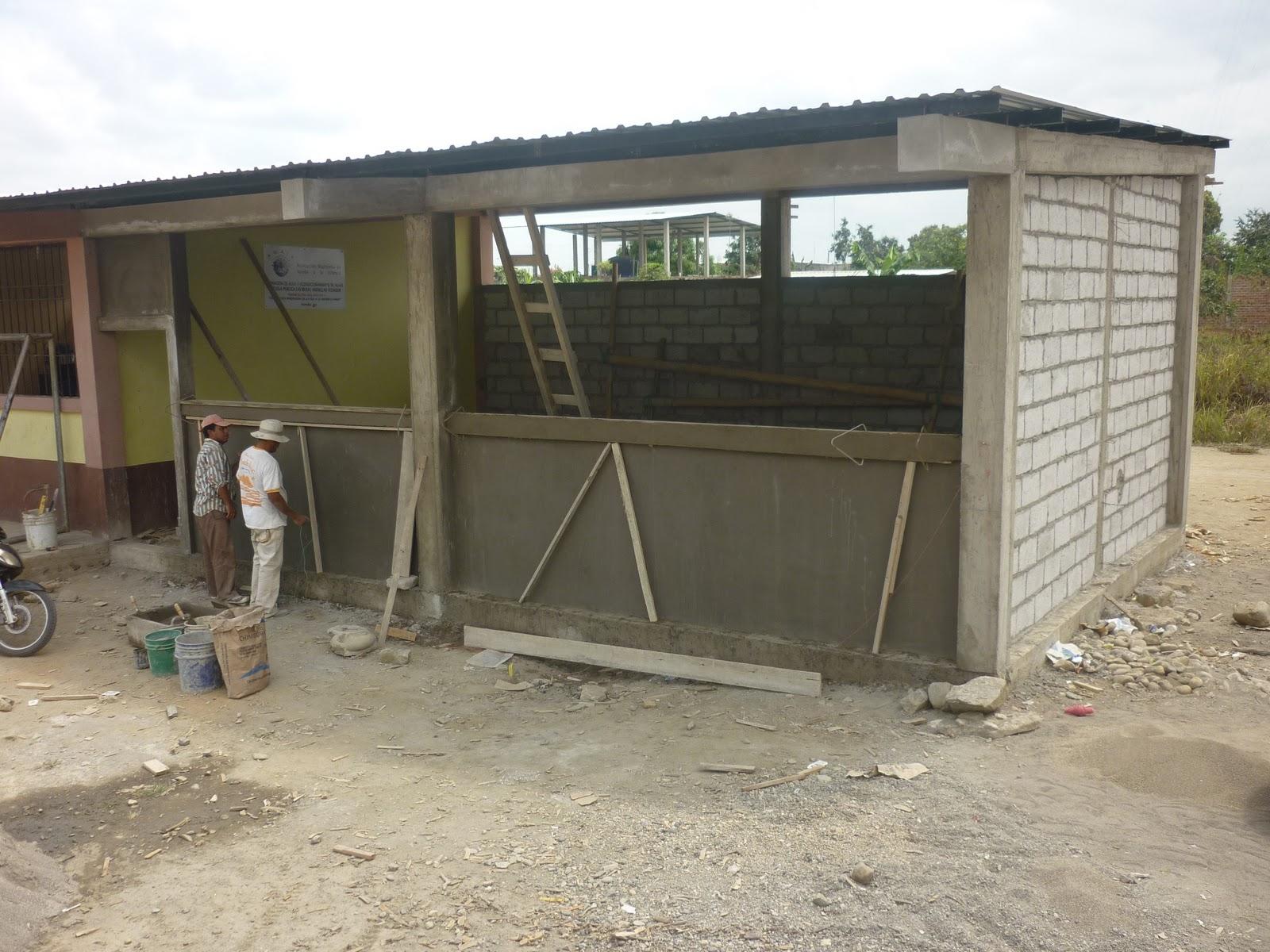 Amaif construcci n del aula en la escuela las brisas for Proyectos de construccion de escuelas