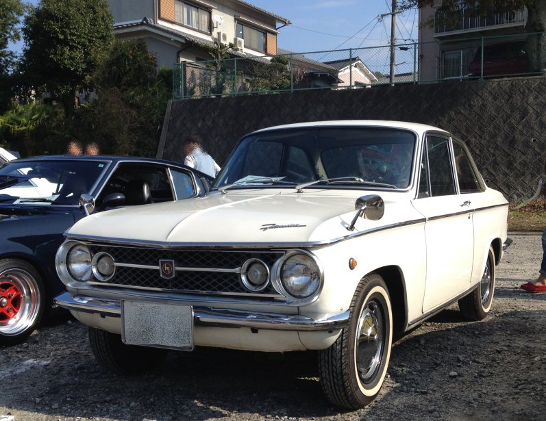 Mazda Familia, oldschool, stare auto, motoryzacja z Japonii, klasyczny samochód, kultowy model