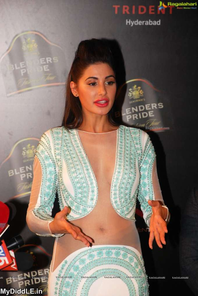 Oops! These Bollywood actresses spotted without PANTY