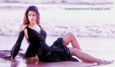 katrina kaif hot pics in black dress on a beach