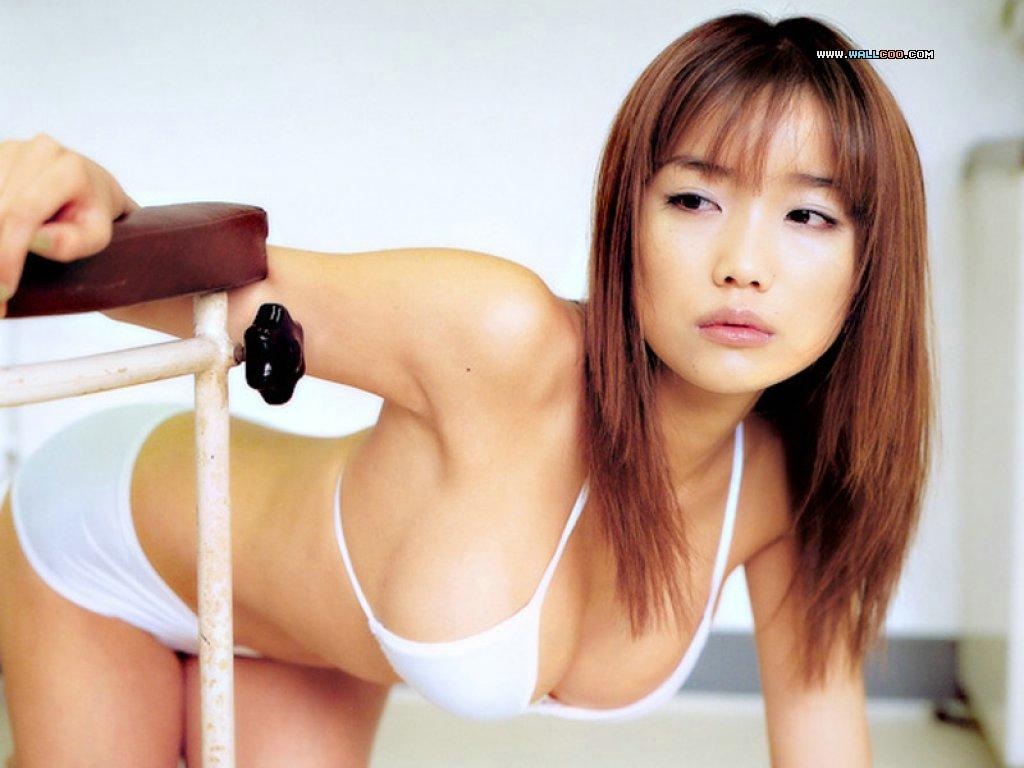 http://4.bp.blogspot.com/-z0ltS9KnrtM/TdYYU-Jkf_I/AAAAAAAAPrw/QcjVIDu33l4/s1600/cute_girl%252Cwhite_bikini_Wallpaper__yvt2.jpg