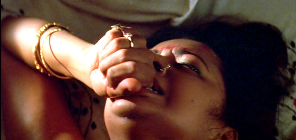 Indian Actress Hot Pictures: Hot Actress Reema Sen Bed Room Scene From Elavarasi Movie ...