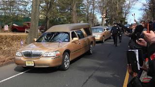 Whitney Houston es enterrada en Nueva Jersey junto a su padre